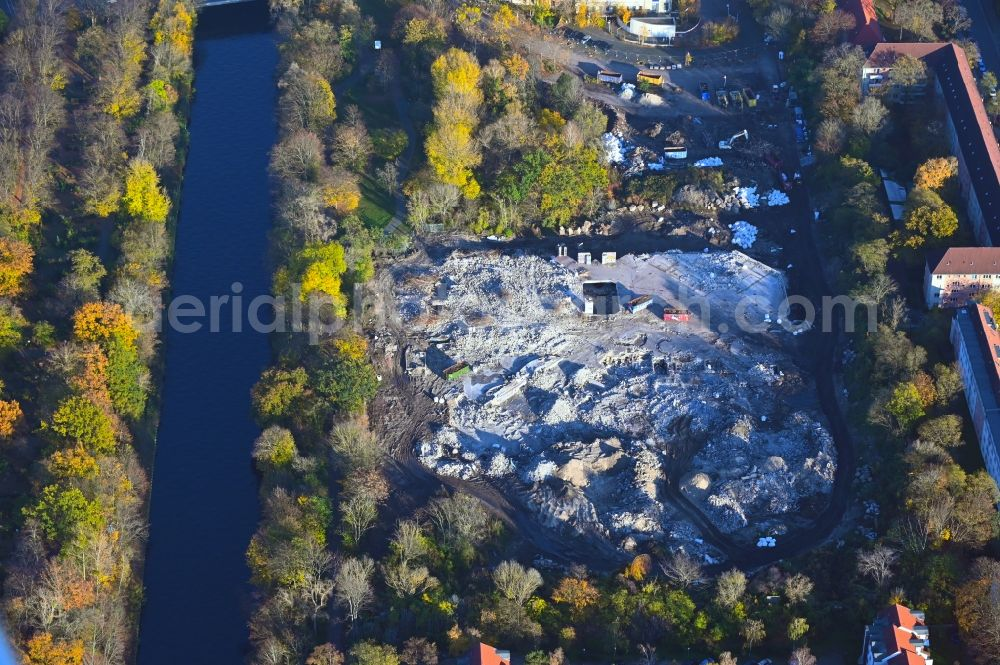 Aerial photograph Berlin - Dismanteling of Ruins of the decaying land with the building of the former water park in the district Blub Berlin Tempelhof