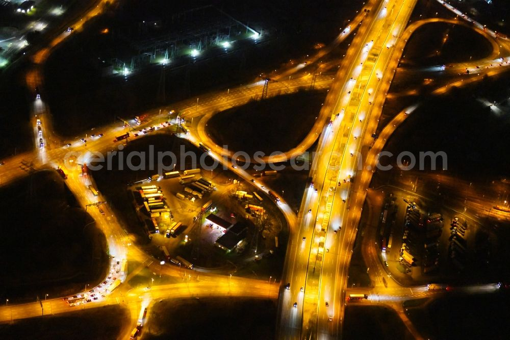 Aerial image at night Hamburg - Night lighting routing and traffic lanes during the highway exit and access the motorway A 7 in the district Altenwerder in Hamburg, Germany