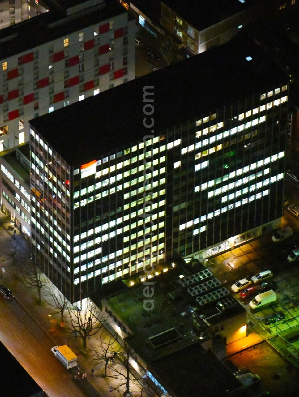 Aerial image at night Hamburg - Night lighting office and corporate management high-rise building on Steindamm in the district Sankt Georg in Hamburg, Germany. Further information at: EOS Deutscher Inkasso-Dienst GmbH, EOS Technology Solutions GmbH.