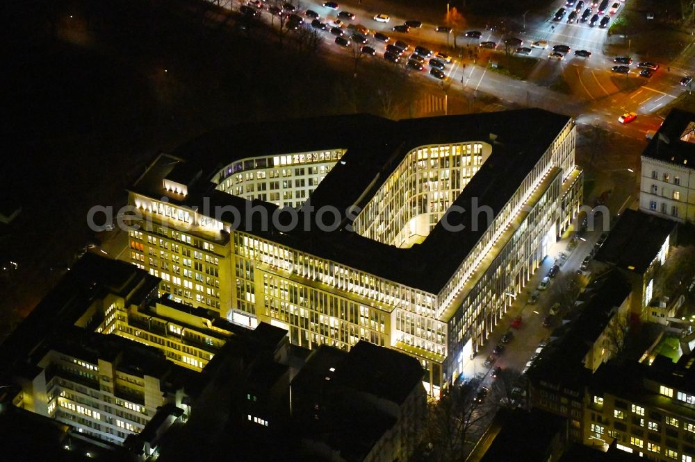Aerial photograph at night Hamburg - Night lighting office building Alsterufer Eins (bis 3) in the district Rotherbaum in Hamburg, Germany