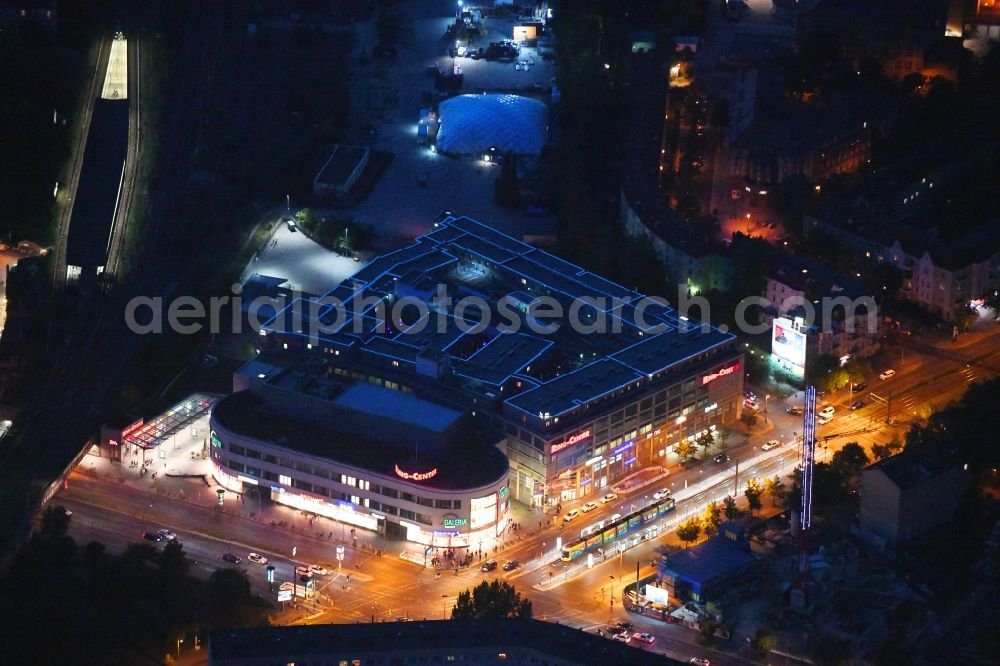 Berlin at night from above - Night lighting building of the shopping center Ring Center 2 Am Containerbahnhof in the district Lichtenberg in Berlin, Germany. Up to date, previously unused parking deck of a new built hotel with SKYPARK hotel room modules. Further information at: ECE Projektmanagement G.m.b.H & Co. KG, HOFFMANN ARCHITECTS, MQ Real Estate GmbH, niu Hotels, techlogis GmbH.