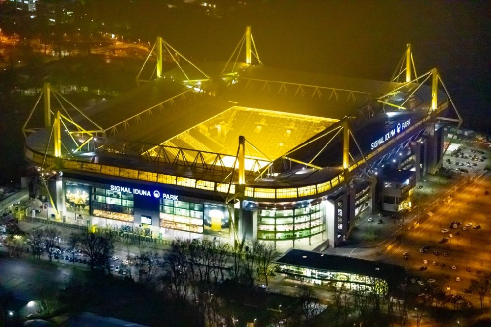 Aerial image at night Dortmund - Night lighting sports facility grounds of the Arena stadium in Dortmund in the state North Rhine-Westphalia. Further information at: BVB Merchandising GmbH, Borussia Dortmund GmbH & Co. KGaA, DRAHTLER ARCHITEKTEN Planungsgruppe Drahtler GmbH, SIGNAL IDUNA Gruppe.