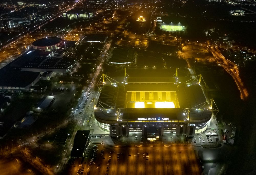 Dortmund at night from the bird perspective: Night lighting sports facility grounds of the Arena stadium in Dortmund in the state North Rhine-Westphalia. Further information at: BVB Merchandising GmbH, Borussia Dortmund GmbH & Co. KGaA, DRAHTLER ARCHITEKTEN Planungsgruppe Drahtler GmbH, SIGNAL IDUNA Gruppe.