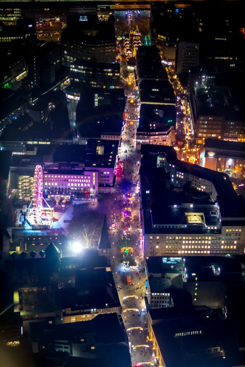 Aerial image at night Essen - Night lighting christmas - event site in Essen in the state North Rhine-Westphalia, Germany. Further information at: EMG - Essen Marketing GmbH, Stadt Essen, Stadtwerke Essen AG.