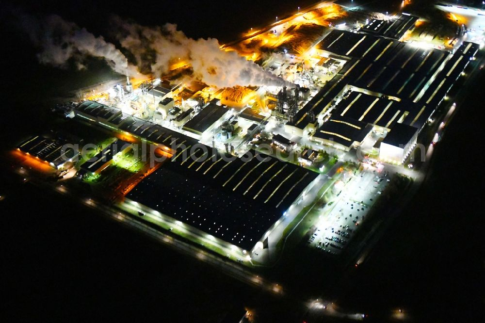 Heiligengrabe at night from the bird perspective: Night lighting building and production halls on the premises of KRONOTEX GmbH in Heiligengrabe in the state Brandenburg, Germany