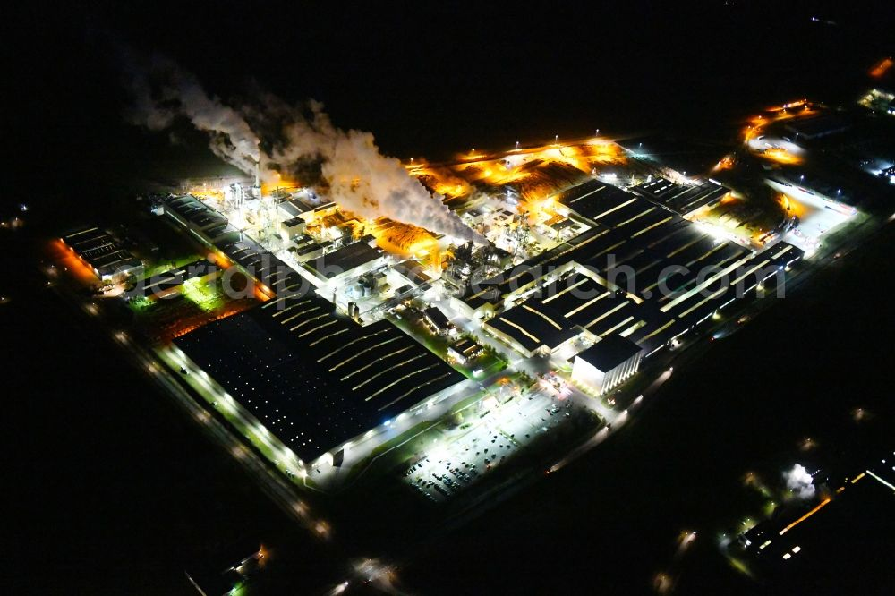 Aerial photograph at night Heiligengrabe - Night lighting building and production halls on the premises of KRONOTEX GmbH in Heiligengrabe in the state Brandenburg, Germany