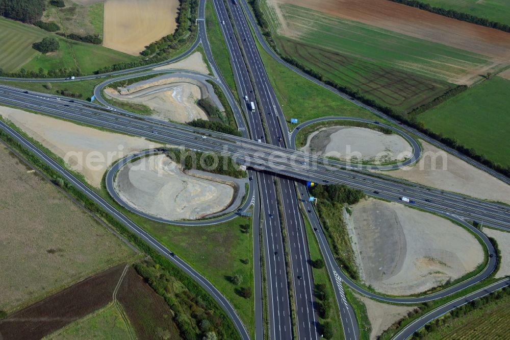 Aerial photograph Königslutter am Elm - Routing and traffic lanes during the highway exit and access the motorway A 39 auf die A2 in Koenigslutter am Elm in the state Lower Saxony, Germany