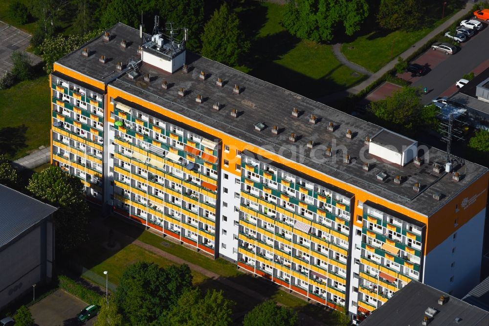 Aerial image Mühlhausen - Balconies and windows Facade of the high-rise residential development on Feldstrasse in Muehlhausen in the state Thuringia, Germany