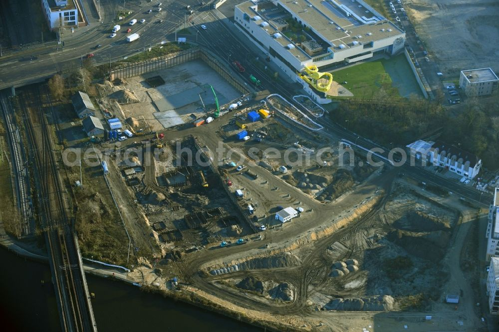 Aerial photograph Potsdam - Construction site with development works and embankments works on river banks of Havel in the district Suedliche Innenstadt in Potsdam in the state Brandenburg, Germany. Further information at: ELKa Kabelbau Potsdam GmbH, HQP Projektentwicklung GmbH & Co. KG, NOVUM Management GmbH, the niu Hotels, wolff:architekten.