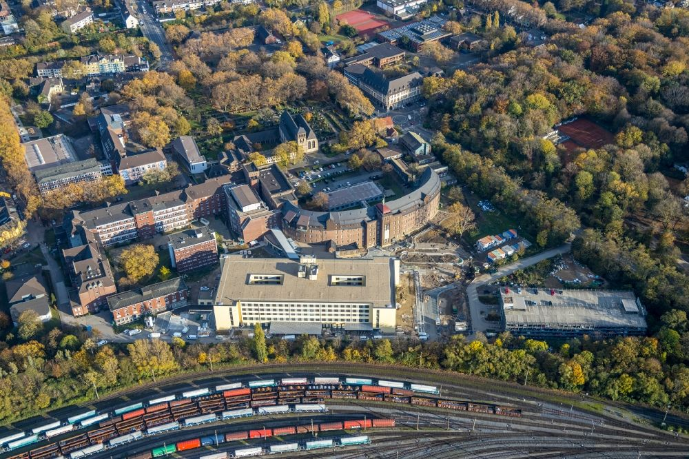 Aerial photograph Duisburg - Construction site for a new extension to the hospital grounds Helios St. Johannes Klinik Duisburg An of Abtei in Duisburg in the state North Rhine-Westphalia, Germany