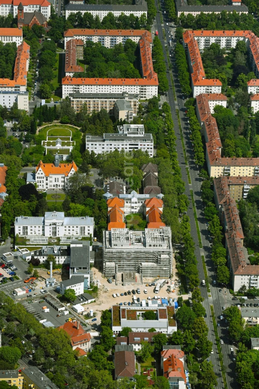 Aerial image Berlin - Construction site for a new extension to the hospital grounds Vivantes Auguste-Viktoria-Klinikum in the district Schoeneberg in Berlin, Germany