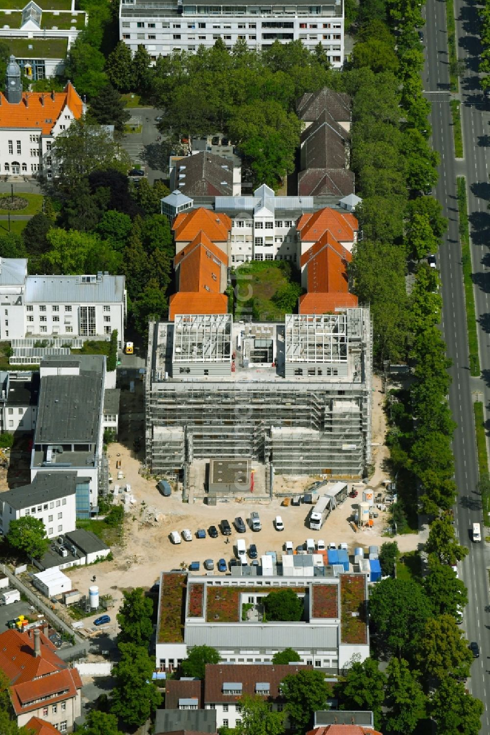 Aerial photograph Berlin - Construction site for a new extension to the hospital grounds Vivantes Auguste-Viktoria-Klinikum in the district Schoeneberg in Berlin, Germany