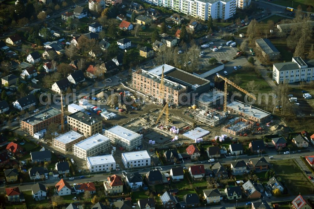 Berlin from the bird's eye view: Construction site to build a new multi-family residential complex of Johannisgaerten between of Strasse am Flugplatz and Melli-Beese-Strasse in the district Johannisthal in Berlin, Germany