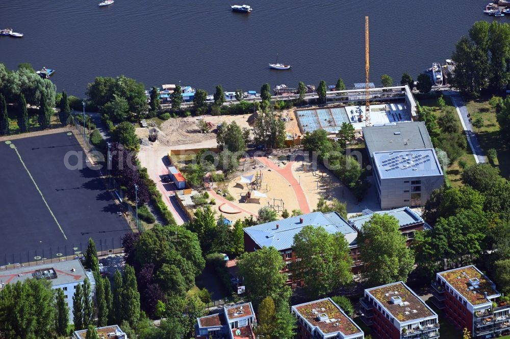 Aerial image Berlin - Construction site for the new sports hall for the Thalia Grundschule between Alt-Stralau - Uferweg in the district Friedrichshain in Berlin, Germany