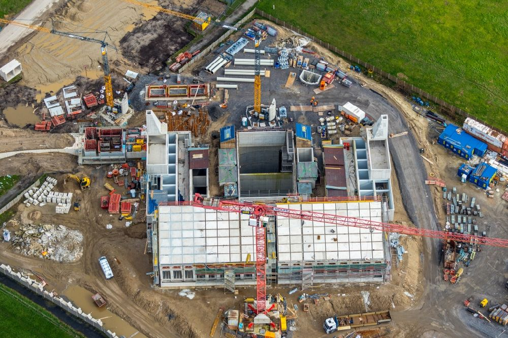 Oberhausen from above - Construction site for the construction of a new water pumping station on the banks of the Emscher in the district Hamborn in Oberhausen in the state North Rhine-Westphalia, Germany