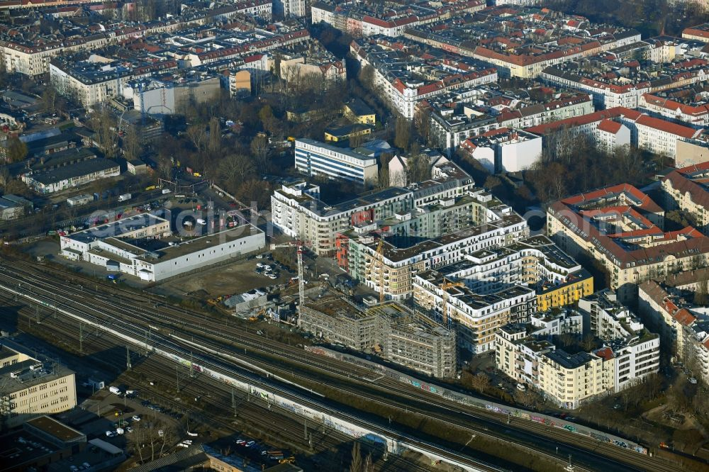 Aerial photograph Berlin - Construction site for the multi-family residential building Revaler Spitze on Revaler Strasse in the district Friedrichshain in Berlin, Germany