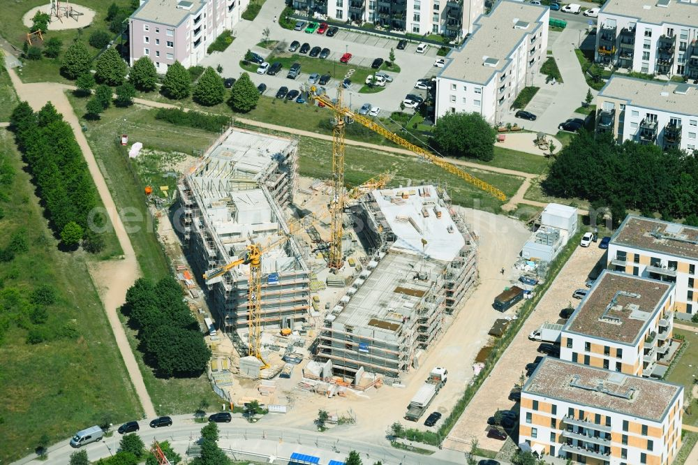 Schönefeld from the bird's eye view: Construction site for the multi-family residential building Theodor-Fontane-Hoefe on Theodor-Fontane-Allee - Bayangolpark in Schoenefeld in the state Brandenburg, Germany