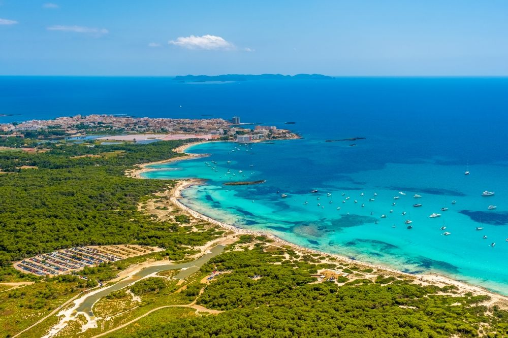 Aerial photograph Campos - Water surface at the bay along the sea coast of the beach Platja of Trenc in Campos in Islas Baleares, Spain