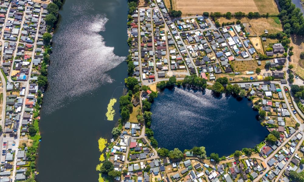Aerial image Rees - Camping with caravans and tents in the district Mehr in Rees in the state North Rhine-Westphalia, Germany. Further information at: Campingplatz Boemer Zur Rose GmbH.