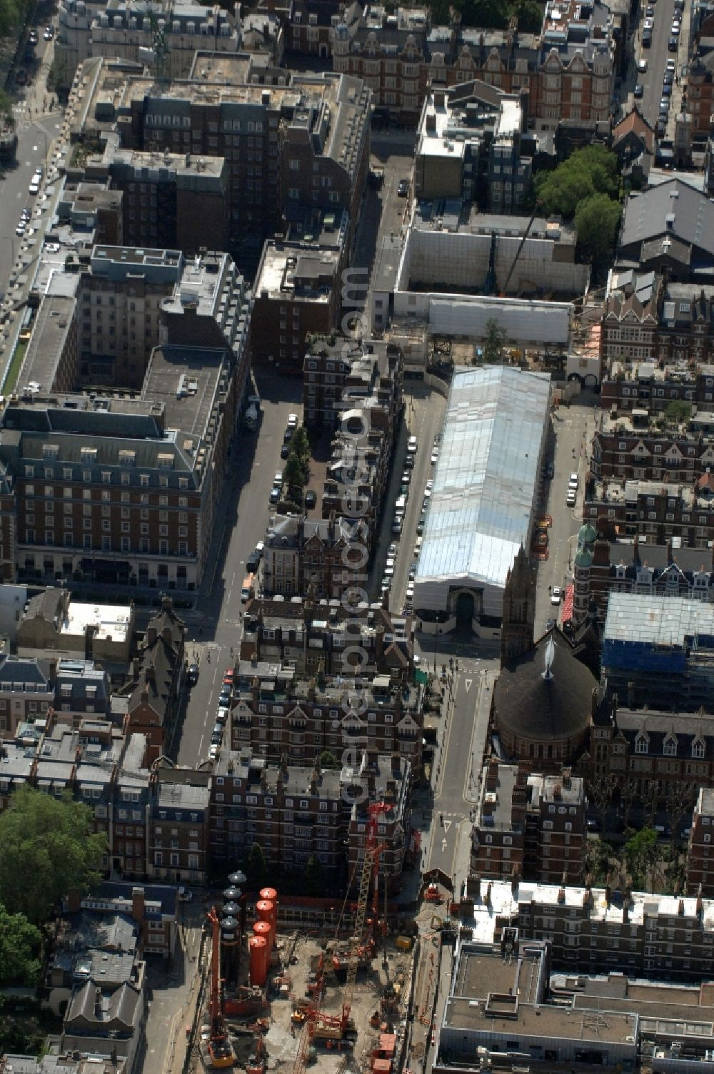 Aerial photograph London - View of the Ukrainian Catholic Cathedral of the Holy Family in Exile and the Brown Hart Gardens in Mayfair in the district of City of Westminster in London in the county Greater London in the UK