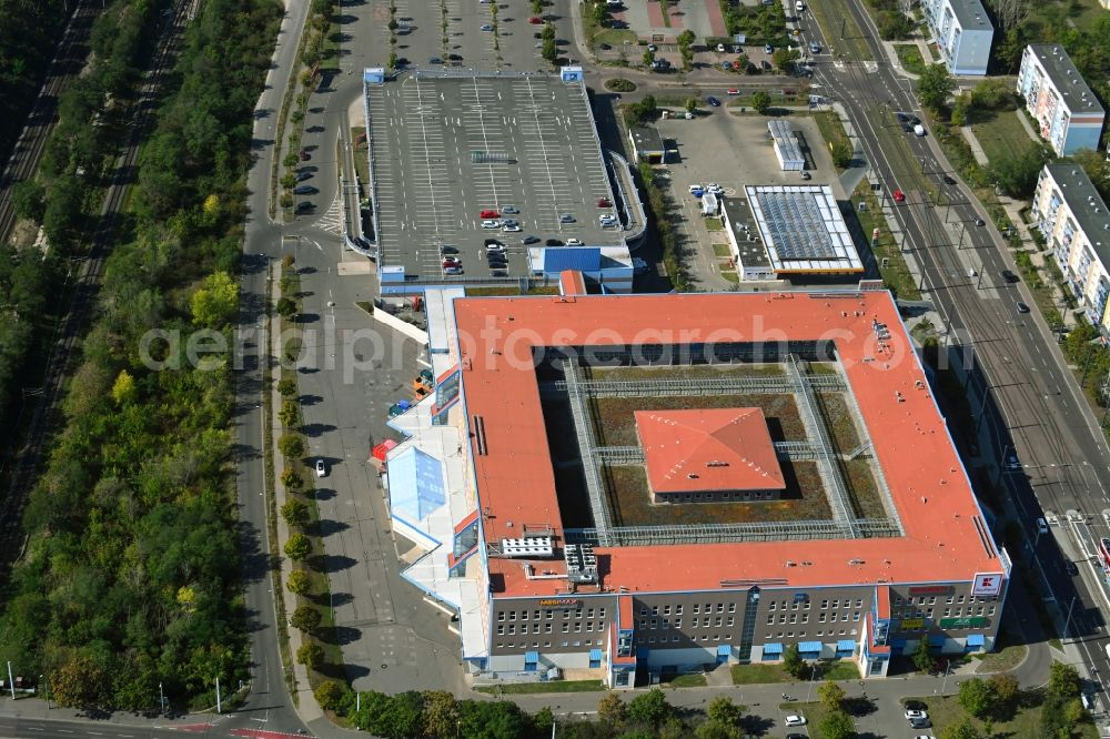 Halle (Saale) from the bird's eye view: Building of the shopping center Kaufland on Suedstadtring in the district Sued in Halle (Saale) in the state Saxony-Anhalt, Germany