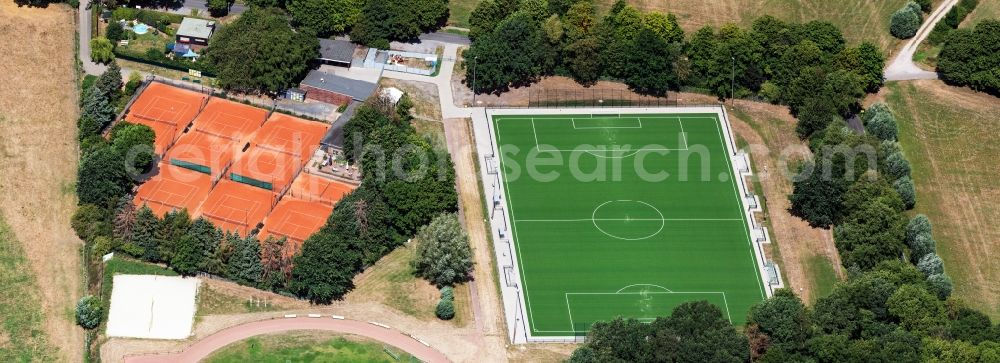 Aerial photograph Krefeld - Ensemble of sports grounds Sportplatz Hoelschen Dyk in Krefeld in the state North Rhine-Westphalia, Germany