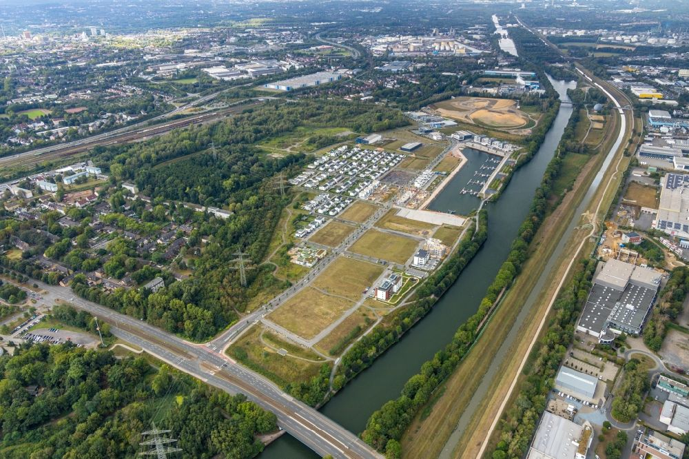 Aerial image Gelsenkirchen - Site development area of the former Zeche Graf Bismarck - remodeling to new construction with residential neighborhoods on the Rhine-Herne Canal in Gelsenkirchen in North Rhine-Westphalia NRW