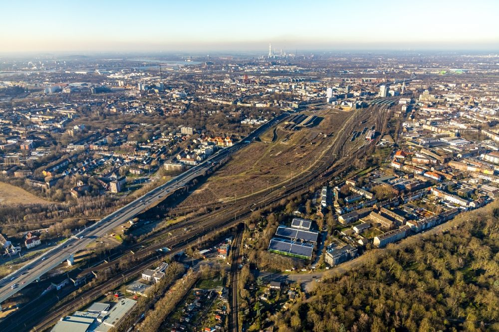 Aerial image Duisburg - Development area of the decommissioned and unused land and real estate on the former marshalling yard and railway station of Deutsche Bahn in the district Dellviertel in Duisburg in the state North Rhine-Westphalia