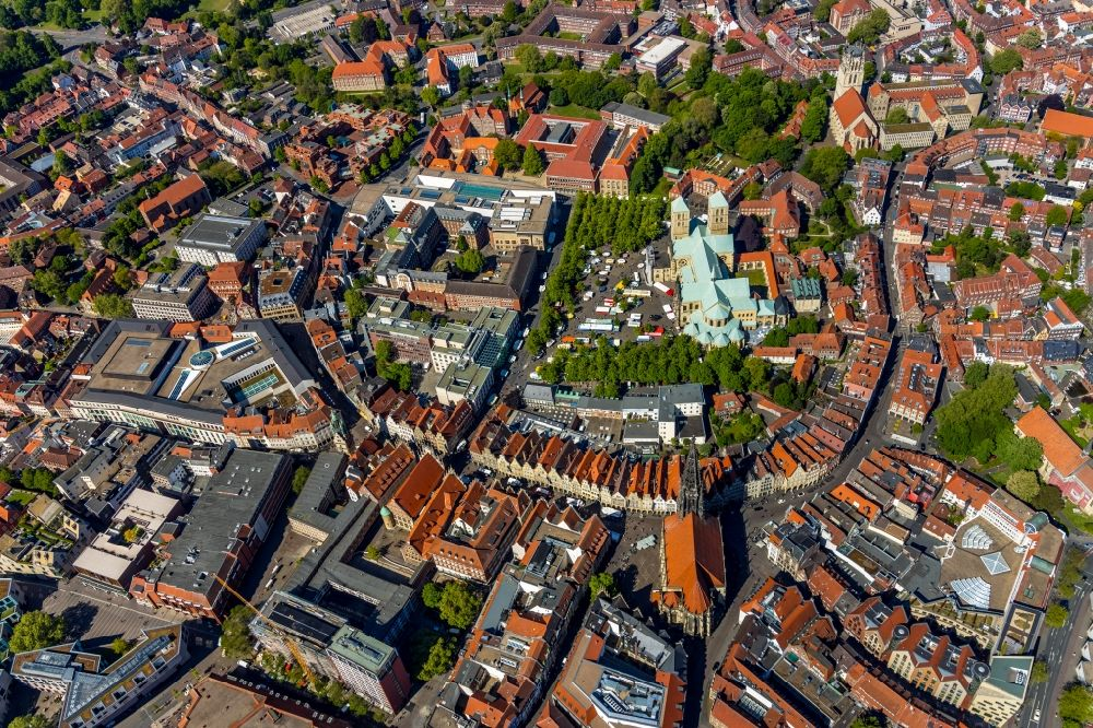 Aerial image Münster - Half-timbered house and multi-family house- residential area in the old town area and inner city center on Prinzipalmarkt in the district Altstadt in Muenster in the state North Rhine-Westphalia, Germany
