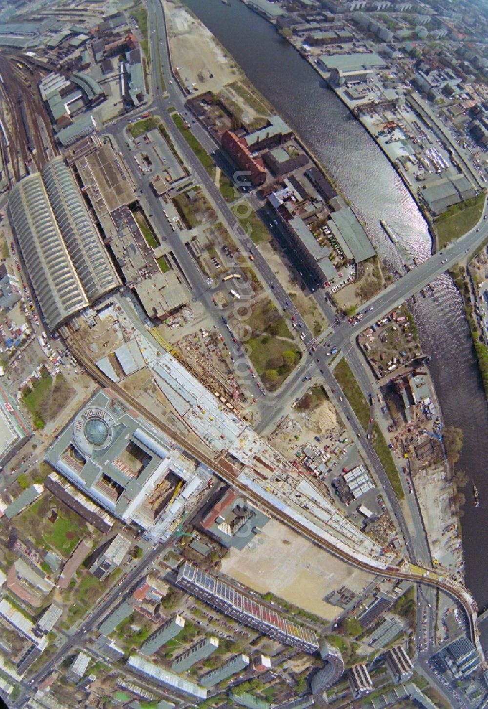 Berlin from the bird's eye view: Fisheye perspective construction site of track and Station railway building of the Deutsche Bahn in the district Friedrichshain in Berlin, Germany