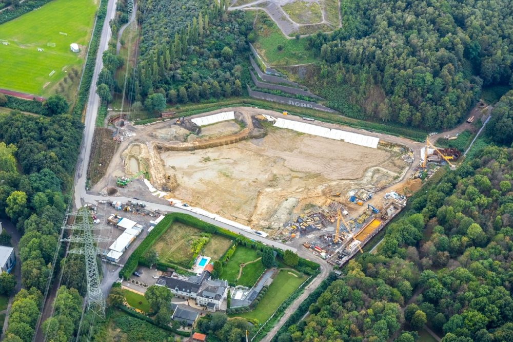 Aerial photograph Gelsenkirchen - As part of the rehabilitation and repair exposed ground of the water reservoir and retention basin on Hollandstrasse in Gelsenkirchen in the state North Rhine-Westphalia, Germany