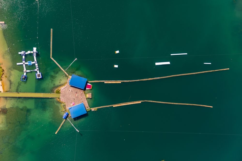 Aerial image Beckum - Leisure facility with a water ski cable car Park am Tuttenbrocksee in Beckum in the federal state of North Rhine-Westphalia, Germany