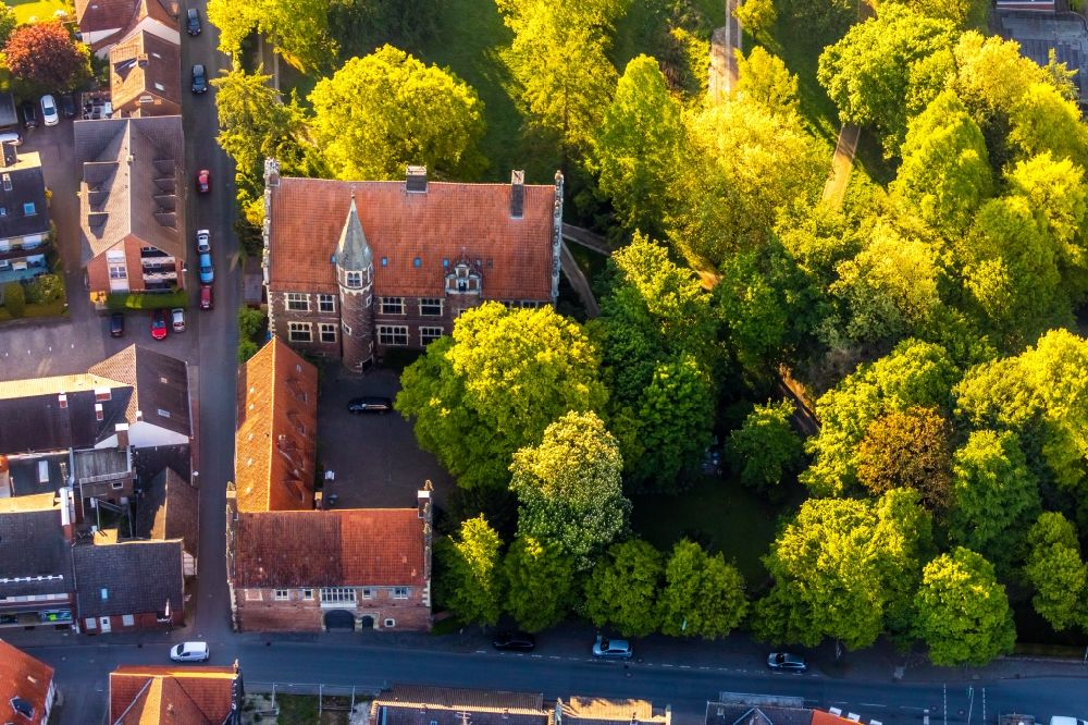 Aerial photograph Münster - Building the visitor center Drostenhof on Drostenhofstrasse on Wolbecker Park in Muenster in the state North Rhine-Westphalia, Germany
