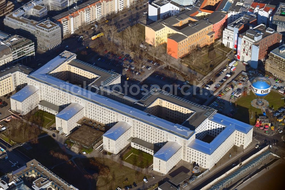 Berlin from above - Federal Ministry of Finance, former Reich Air Transport Ministry / Ministry of Aviation and after the House of Ministeries of the GDR, in the Detlev-Rohwedder Building