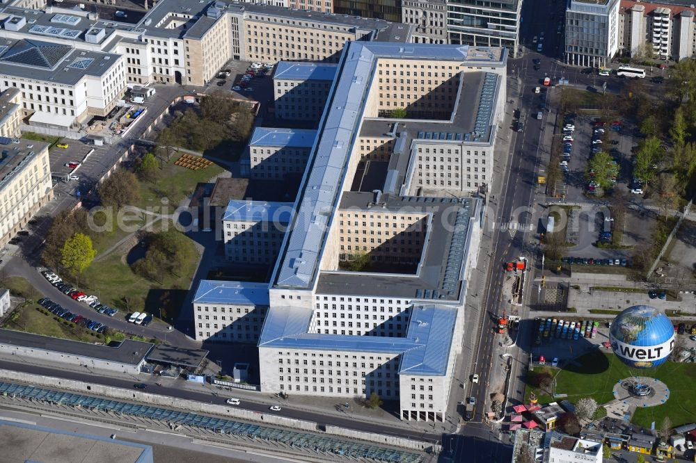 Aerial photograph Berlin - Federal Ministry of Finance, former Reich Air Transport Ministry / Ministry of Aviation and after the House of Ministeries of the GDR, in the Detlev-Rohwedder Building
