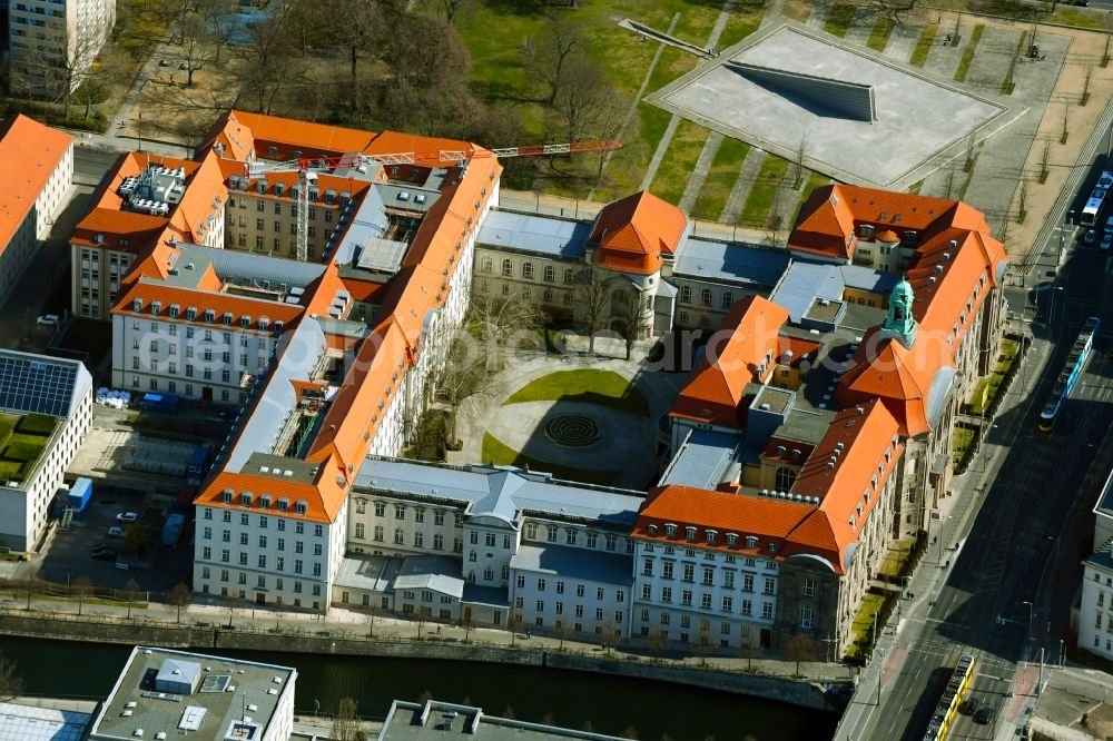 Aerial photograph Berlin - View of the building complex of the Federal Ministry for Economic Affairs and Energy on the banks of the Spree at Invalidenstrasse - Scharnhorststrasse in the Mitte district in Berlin, Germany