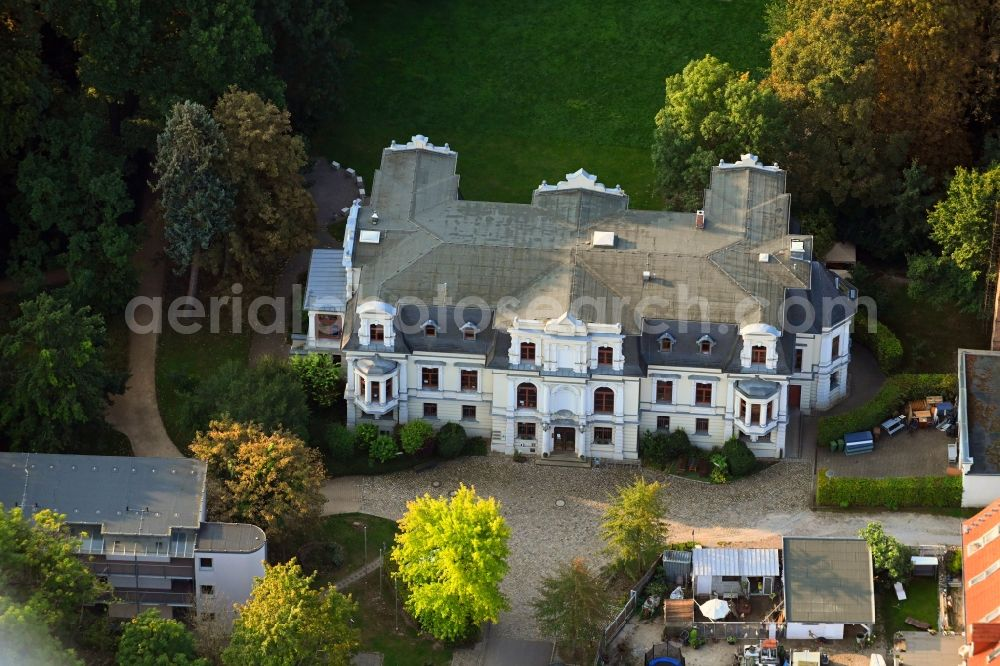 Magdeburg from above - Buildings and parks at the mansion of the farmhouse in the district Ottersleben in Magdeburg in the state Saxony-Anhalt, Germany
