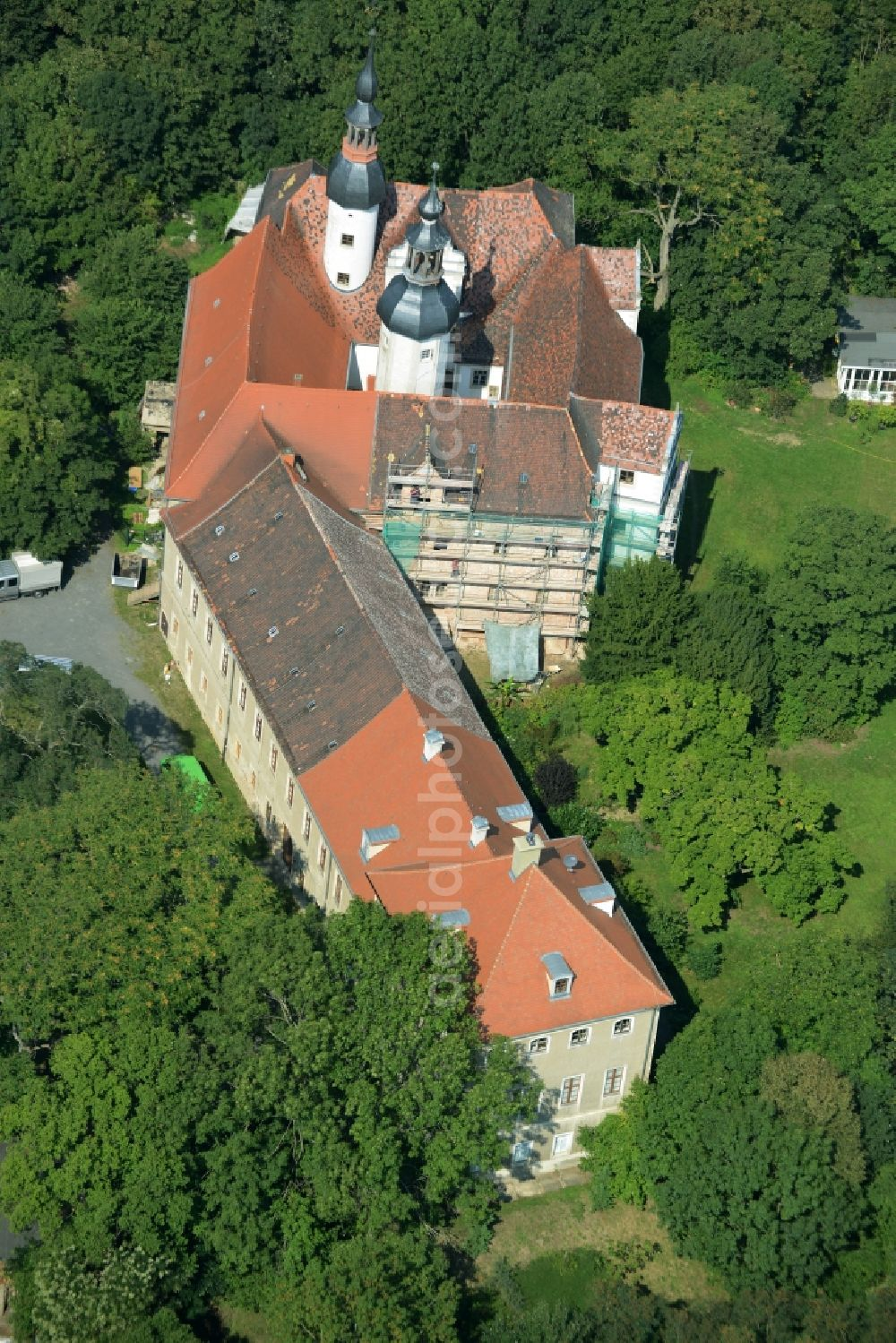 Aerial image Zschepplin - Building and Park of Castle Zschepplin in Zschepplin in the state of Saxony. The castle with its church, yard and towers is located in a forest on the edge of Zschepplin