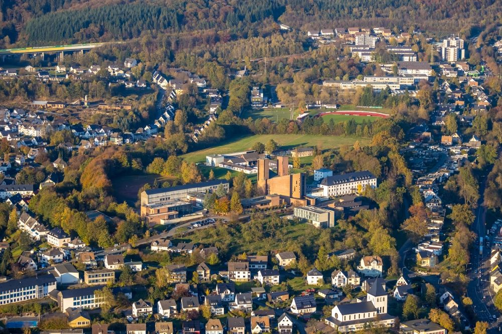 Meschede from the bird's eye view: Complex of buildings of the monastery Abtei Koenigsmuenster and of Gymnasium of Benediktiner on Klosterberg in Meschede in the state North Rhine-Westphalia, Germany.