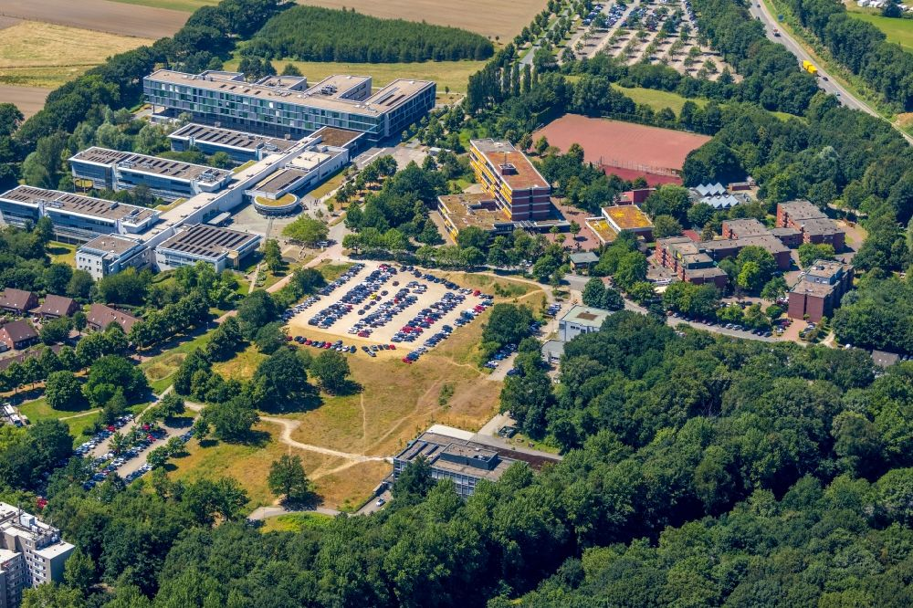 Gelsenkirchen from the bird's eye view: Building complex Westfaelische Academy Gelsenkirchen the Institute for Internet Security and Hans-Schwier-Vocational College in Gelsenkirchen - Buer in North Rhine-Westphalia
