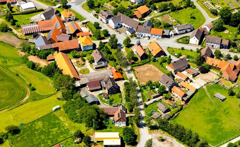 Nieder-Waroldern from the bird's eye view: Homestead of a farm on Dehringhaeuser Strasse in Nieder-Waroldern in the state Hesse, Germany