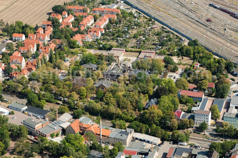 Aerial image Halle (Saale) - Security fencing on the grounds of forensics - psychiatry on Julius-Kuehn-Strasse in the district Am Wasserturm - Thaerviertel in Halle (Saale) in the state Saxony-Anhalt, Germany