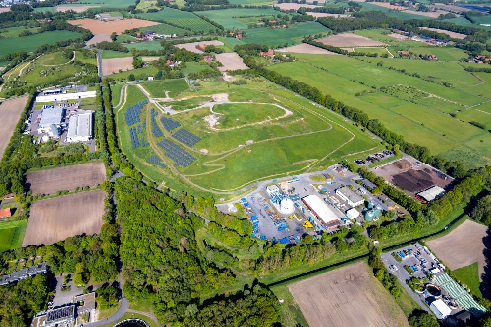 Münster from the bird's eye view: Site waste and recycling sorting with fire water tapping point on Zentraldeponie II Zum Heidehof in Muenster in the state North Rhine-Westphalia, Germany