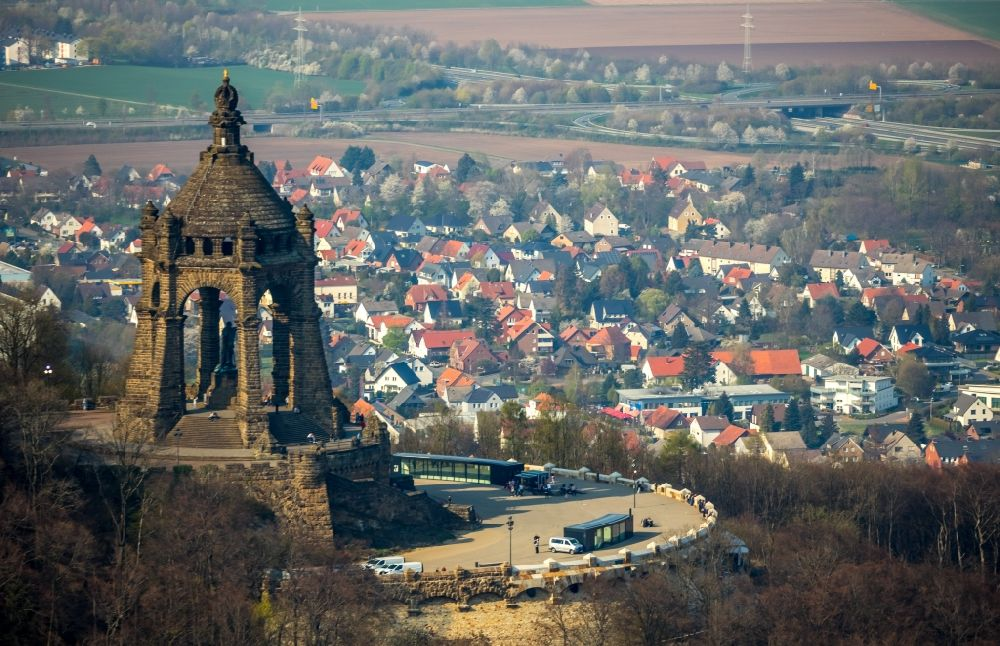 Porta Westfalica from the bird's eye view: Tourist attraction of the historic monument Kaiser-Wilhelm-Denkmal in Porta Westfalica in the state North Rhine-Westphalia, Germany