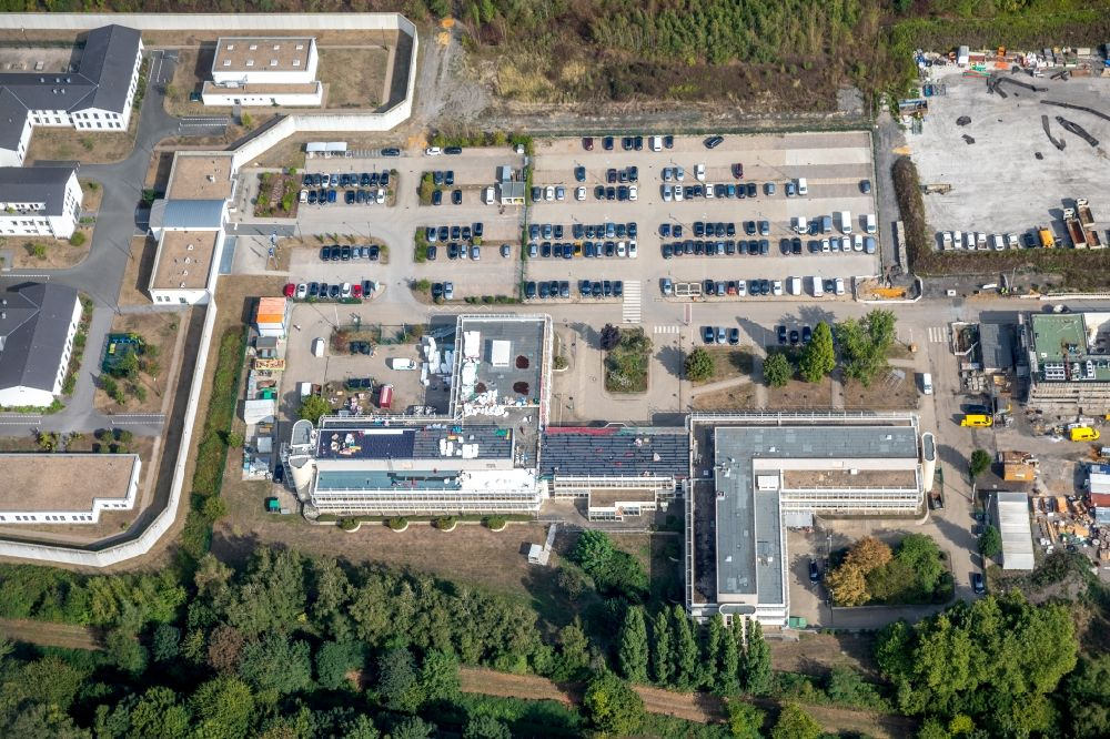 Aerial photograph Herne - Industrial estate and company settlement overlooking the buildings of the FABERG Normenausschuss Bergbau, the LWL-Massregelvollzugsklinik Herne and the correctional institution Herne in the district Gelsenkirchen-Mitte in Herne in the state North Rhine-Westphalia, Germany