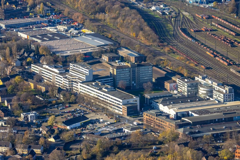 Oberhausen from the bird's eye view: Industrial estate and company settlement of Quartier231 with logistics buildings and office buildings along the Duisburger Strasse in Oberhausen in the state North Rhine-Westphalia, Germany