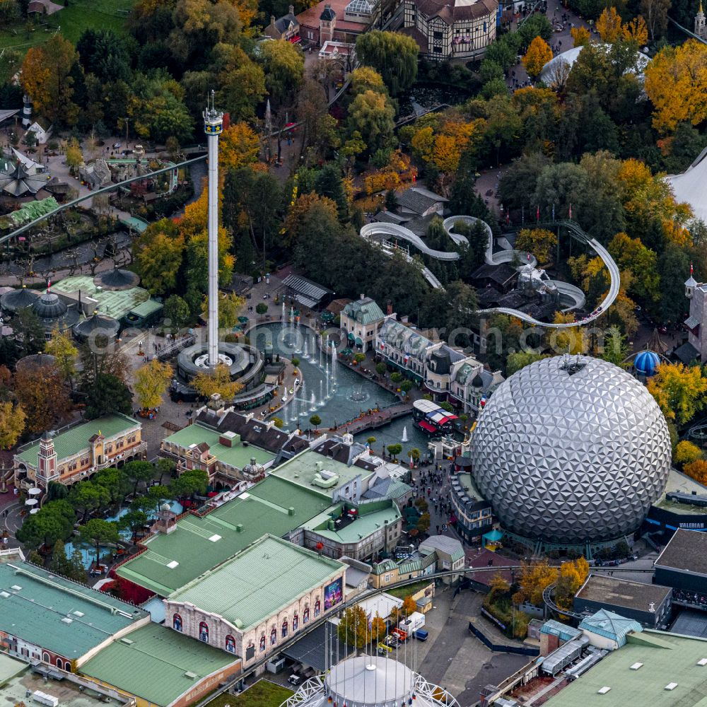 Rust from the bird's eye view: Autumnal discolored vegetation view funpark Europa Park in Rust in the state Baden-Wuerttemberg, Germany
