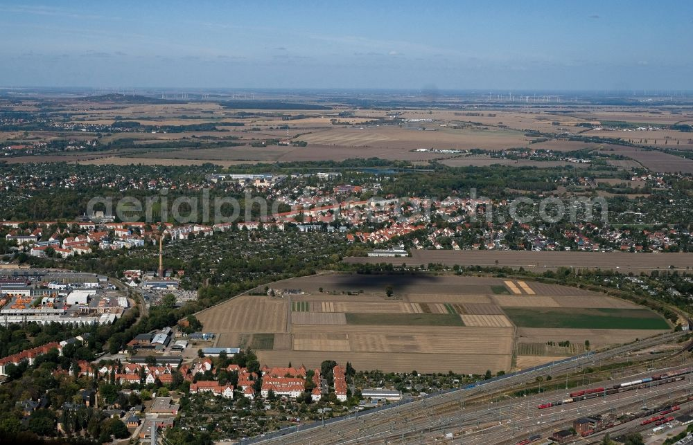 Halle (Saale) from above - City view from the downtown area with the outskirts with adjacent agricultural fields overlooking the local railway line in the district Am Wasserturm - Thaerviertel in Halle (Saale) in the state Saxony-Anhalt, Germany