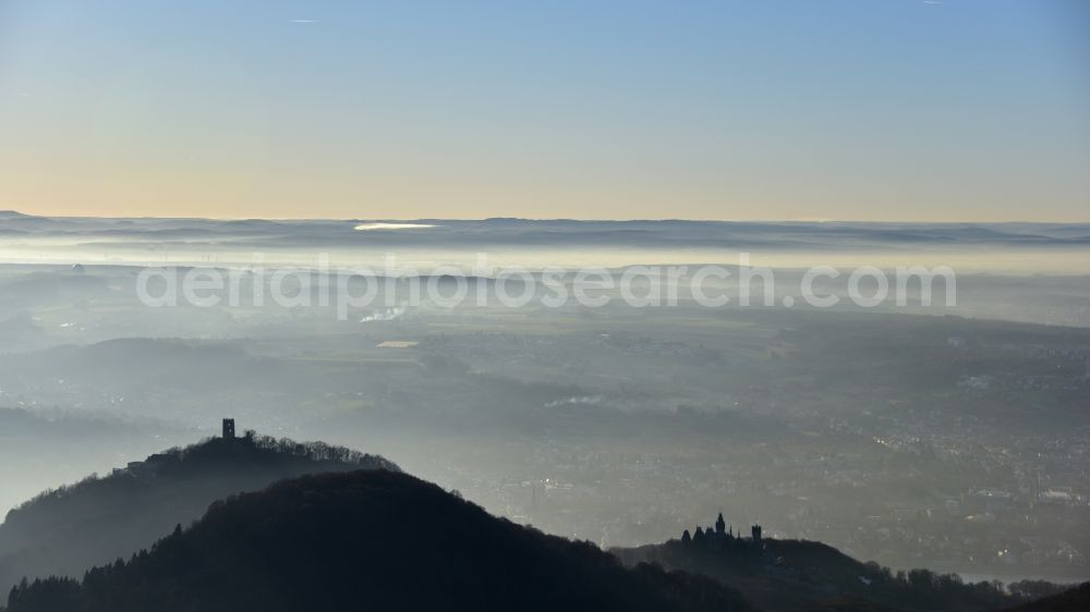 Aerial photograph Königswinter - Inversion - Weather conditions at the horizon in Siebengebirge with Drachenfels and Drachenburg in Koenigswinter in the state North Rhine-Westphalia, Germany. Further information at: Drachenfels. Restaurant & Eventlocation, Schloss Drachenburg gGmbH.