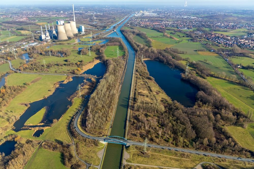 Hamm from above - Channel flow and river banks of the waterway shipping on Datteln-Hamm-Kanal in the district Stockum in Hamm in the state North Rhine-Westphalia, Germany